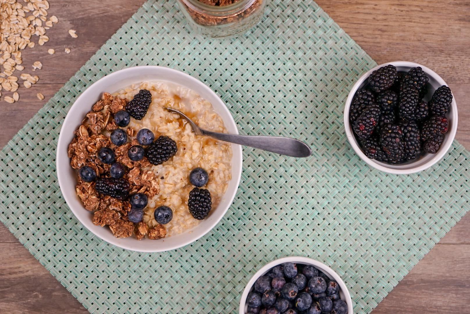 Simple Breakfast Oats with Fruit